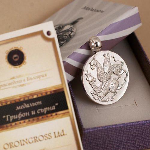 Грифон и сърна медальон