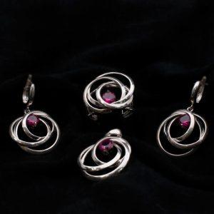 Сребърен комплект обеци, висулка и пръстен с червен камък