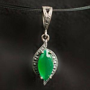висулка със зелен камък 2