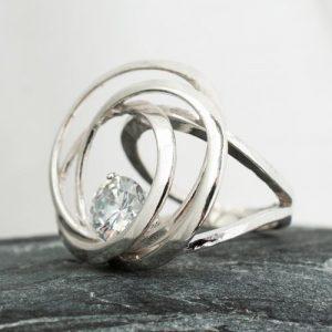 пръстен с кръгове и камък 2