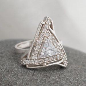 Пръстен Триъгълник с камъни