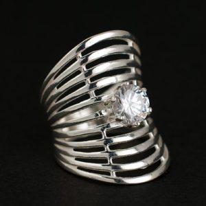 пръстен мрежа с камък а