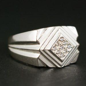 ъжки пръстен с камък а