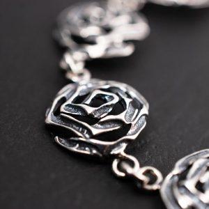Гривна с малки рози