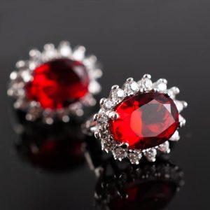 Обеци с червен камък