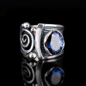 пръстен със син циркон